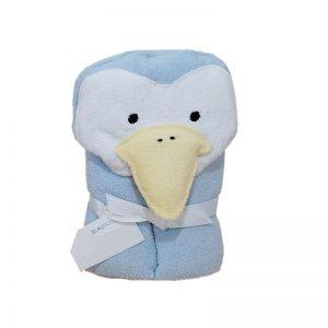 Toalla con capucha de pinguino color celeste